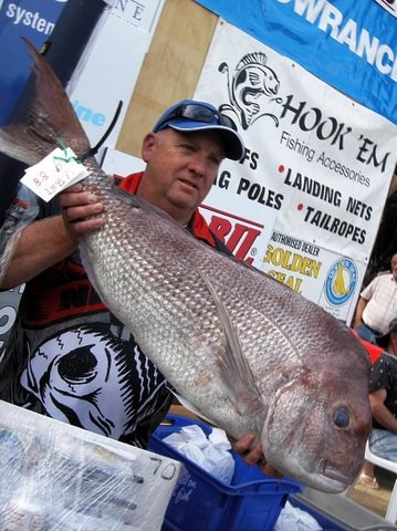 Leigh Johnston  tea tree winning  9.88kg Snapper at Corinella Vic